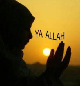 wanita solehah berdoa